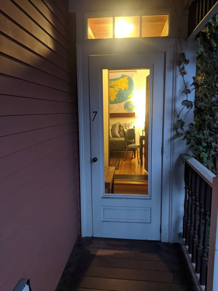 1-2 BR, Furnished, Davis Sq (Monthly or Semester)