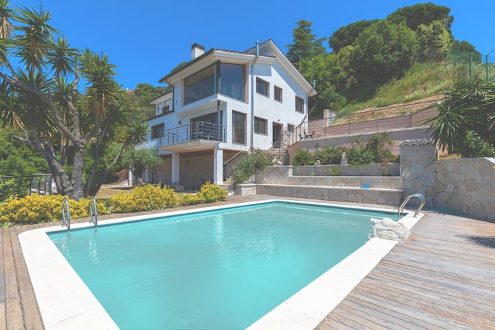 CAN LOLA-Luxury villa with pool and sea views