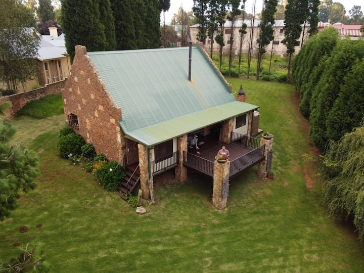 Dullstroom cosy cottage with a view