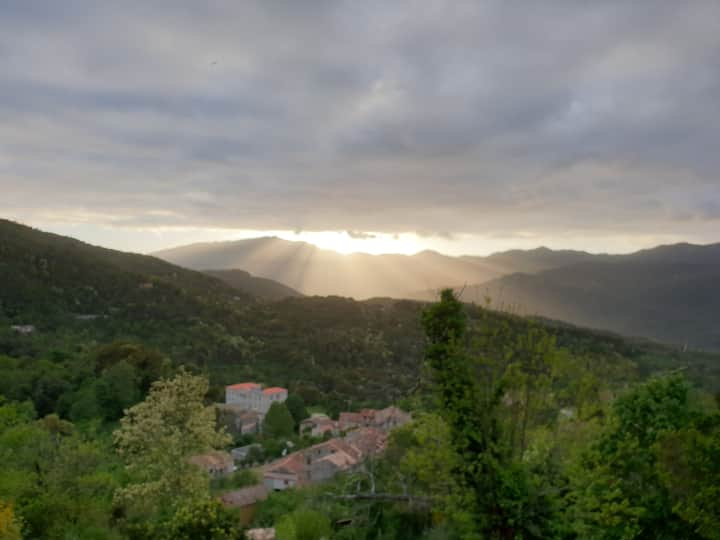 T2 en Corse proche d'Ajaccio et vue montagne