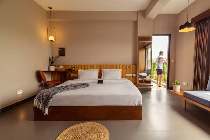 Couple Friendly King Room @ Hauz Khas Village