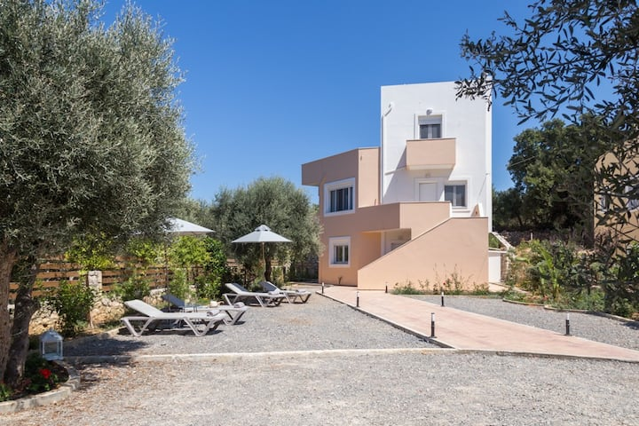 Luxury Villa with panoramic view close to Rethymno