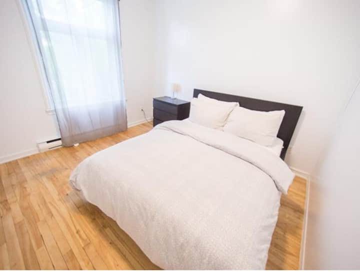 Sunny & Clean Room Near Downtown & Little Italy
