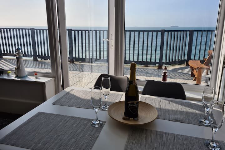 Unobstructed Sea Views, Beach Apartment, sleeps 6