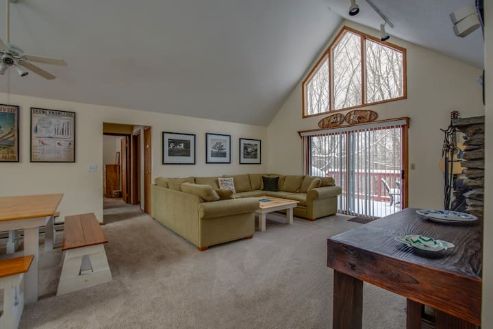 Large living space, perfect for families and friends traveling together.