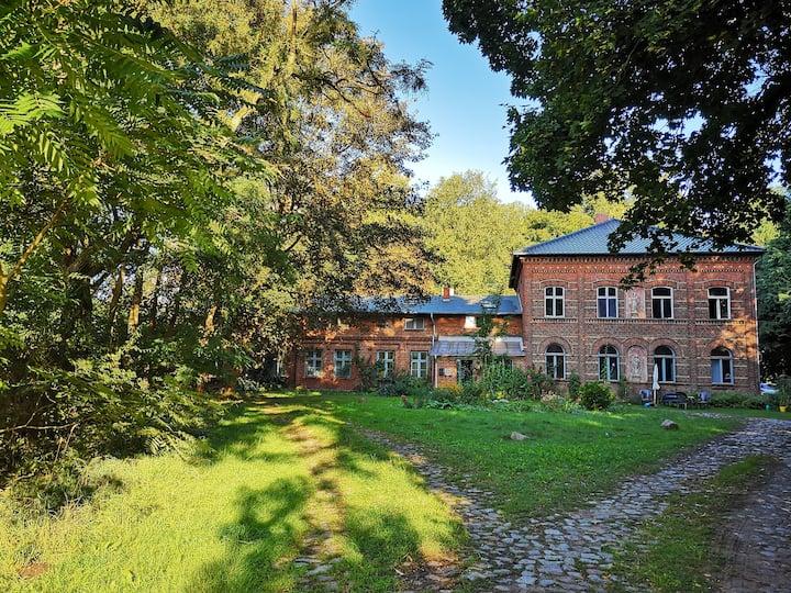 Charmant unperfektes Gutshauszimmer Nähe Stralsund