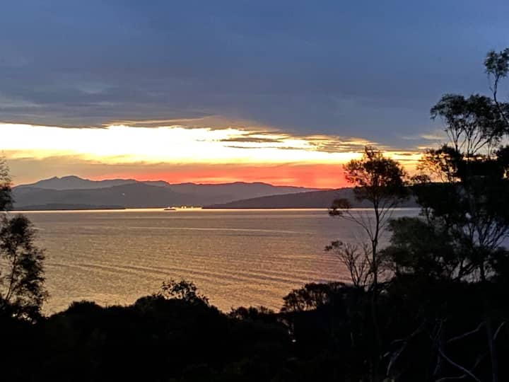 Peaceful, water views and bushland, Bruny Island