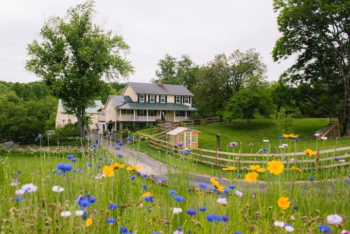 Family Friendly Farm Retreat!