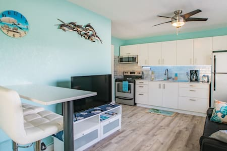 Dolphin apartment by the beach
