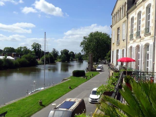 Redon grand appartement de charme sur la rivière