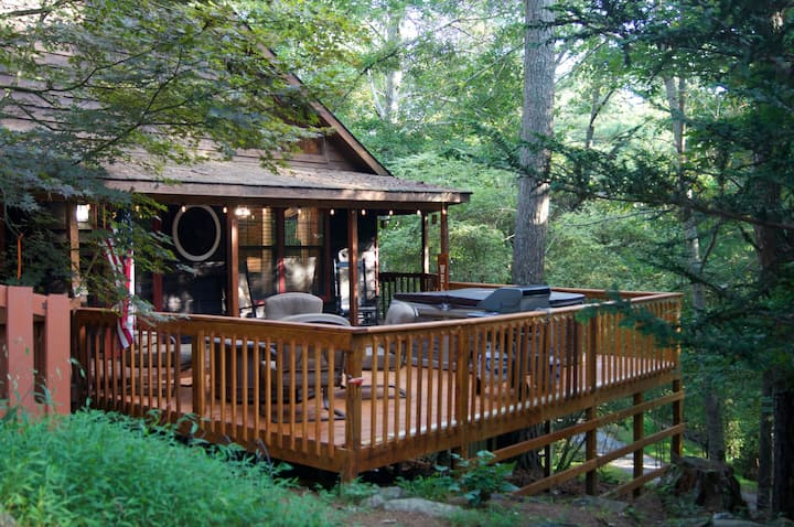Cabin Oasis In The Mountains