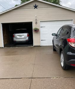 Entire driveway is for guest usage.