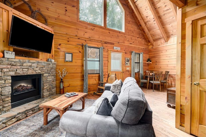 Perfect Getaway Close to Downtown and the GSMNP!