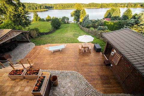 """Dom Woda """" Na Dubie"""" z widokiem na jezioro Dauby"""