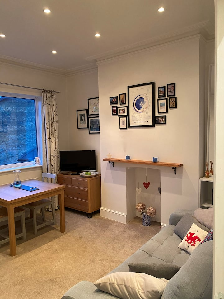 Pretty flat in the heart of St Margarets Village