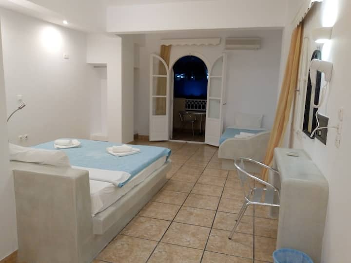 Fira Calm - Economy Double with Balcony