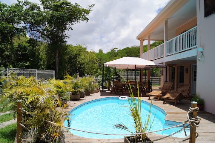 Villa entière avec piscine : Sainte-Anne