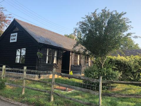Quaint Riverside Cottage w Chartham, Canterbury