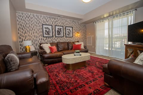 Stylish Apartment steps away from DT & the Wharf