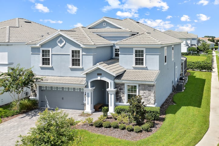 Amazing house w/ pool and jacuzzi close to Disney!
