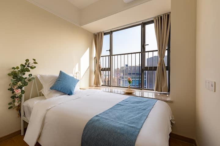 豪华两房一厅双阳台|可做饭洗衣服|免费停车|中山北站附近|石岐8分钟车程|湿地公园旁