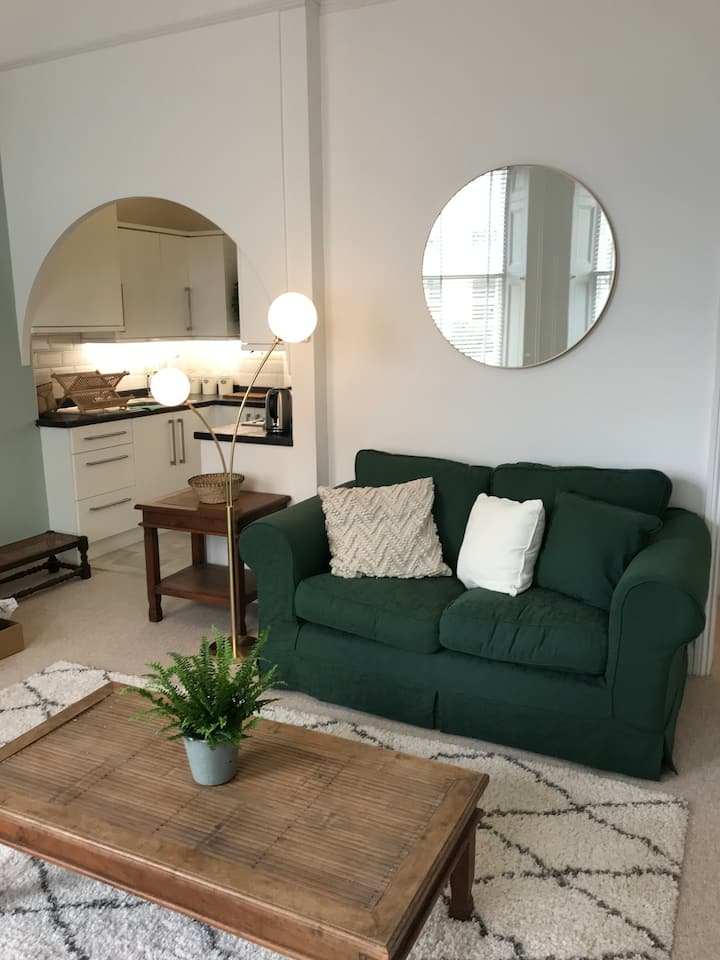 Entire studio flat , close to the beach and town