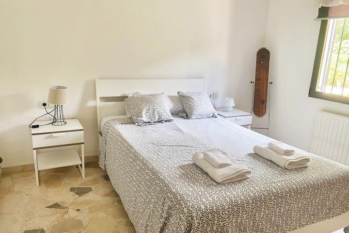 Primer dormitorio, cama doble de 1.50 x 1.90.