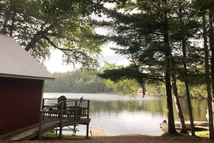 Oak Cabin: Fall Splendour and a Beautiful Cabin