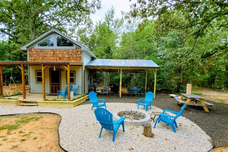 Ultimate Getaway Cottage & Outdoor Recreation