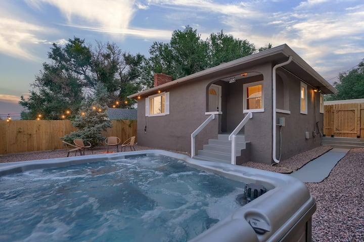 ☀Hot Tub with Mtn Views☀ Fire pit┃Fire Place┃Grill