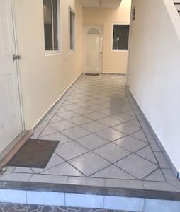 Planta baja pasillo de acceso garage a entrada depto