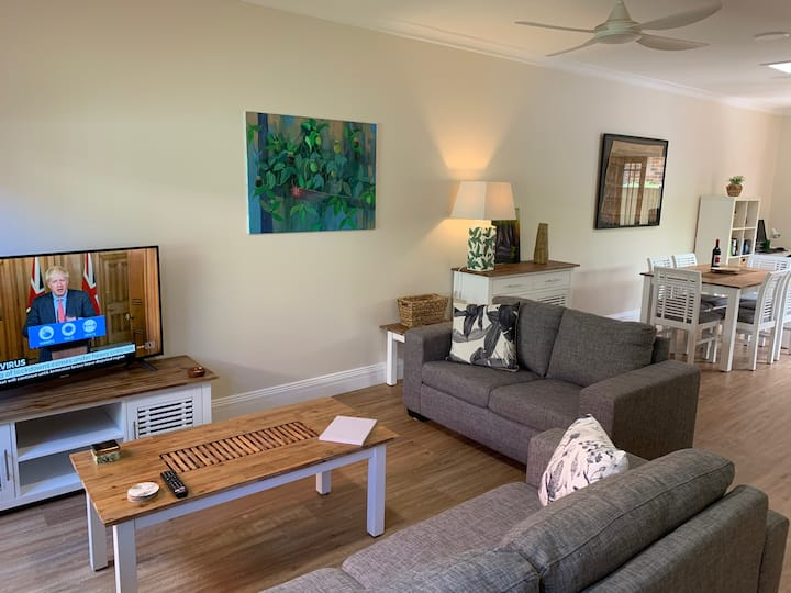 Newly renovated Sunny Beach Villa - Umina Beach