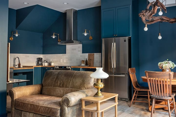 Sink into relaxation in 1-North, as you're surrounded by dark and cozy shades of blue.  High ceilings, natural materials, and classic details ensure this tone-on-tone space feels cozy and timeless.