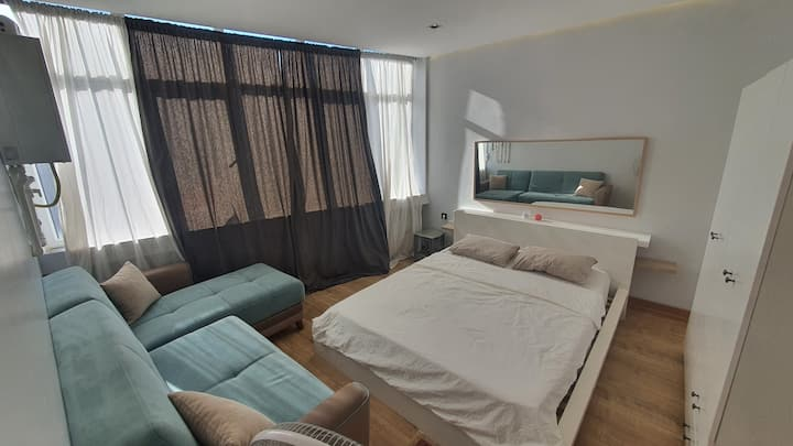 Modern Master room in a shared hotel apartment