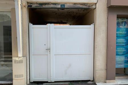 Porte de la rue au 5, rue Delaunay à Isigny/mer