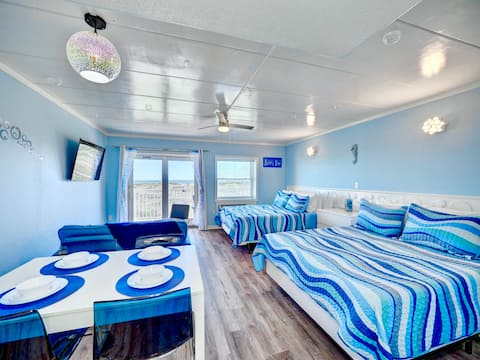 ON THE BEACH! OCEAN VIEWS! Bubble-themed Condo!
