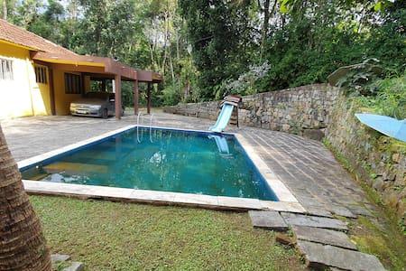 Casa em Condomínio Seguro na Serra de Teresópolis