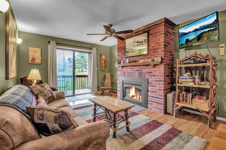 Ski-in/Ski-out 2 Bed, 2 Bath condo Holiday Valley