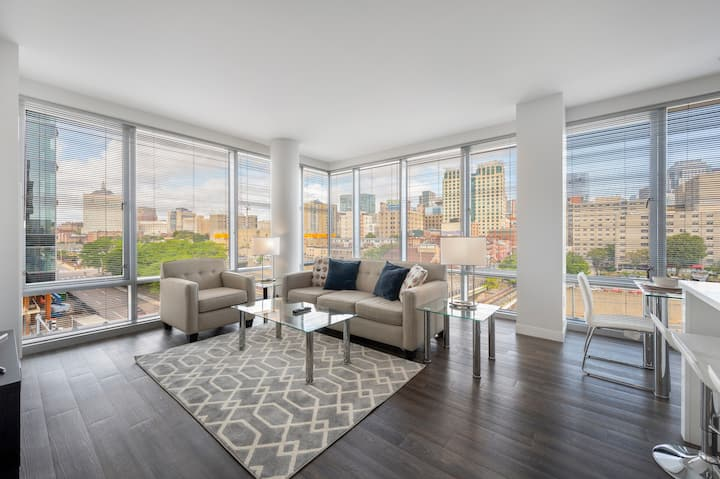 Stylish 2BR Apt| Pool  | Gym | Boston | Ink Block