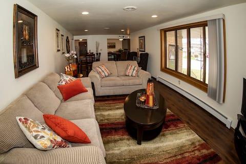 Spacious  home ( duplex ) 1 mile from Lambeau