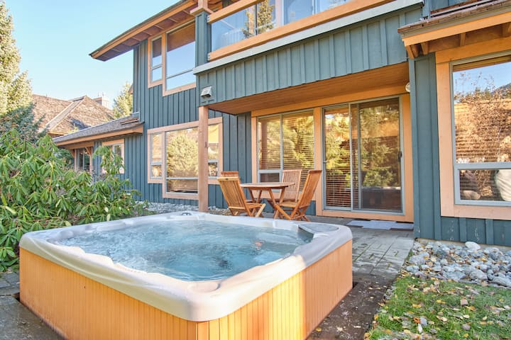 Perfect 4 BDR family home | Private hot tub | Village proximity