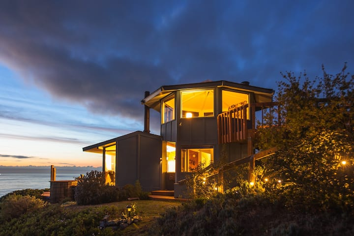 Big Sur Blue Cottage with Ocean view