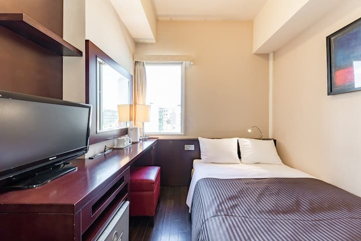 The OneFive Tokyo Kanda / Small Double Room