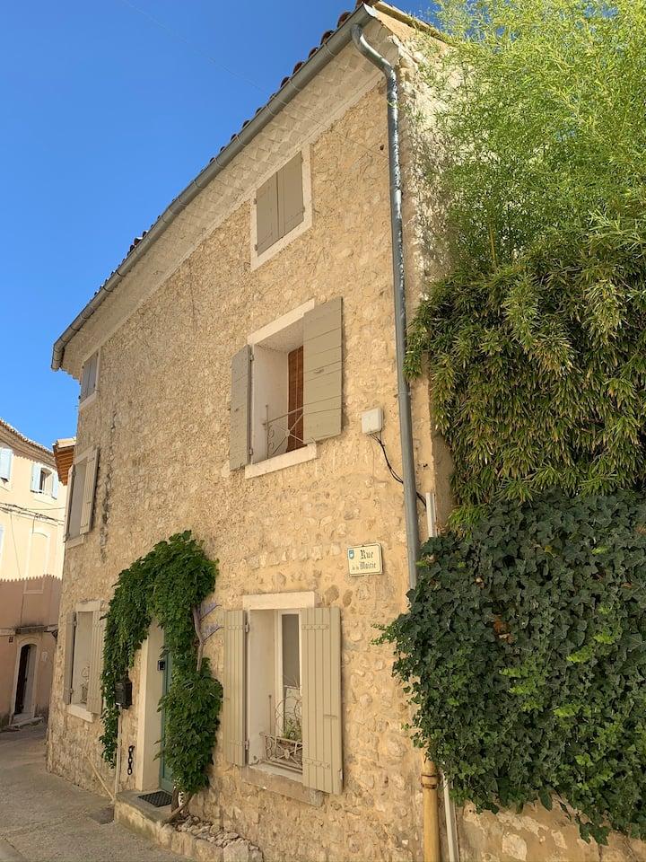 Velleron : maison en centre historique