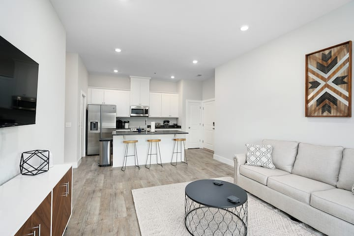 Brand New Build! Four Minutes From Station Street
