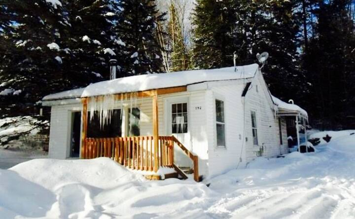 Oden Chalet: Cosy Cottage, sleeps 6, pet friendly