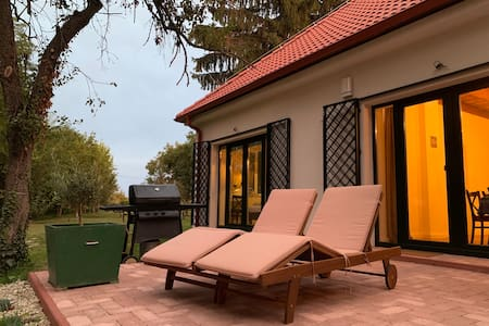 "Luxury Cottage by Little Danube ""Pista & Magduska"""