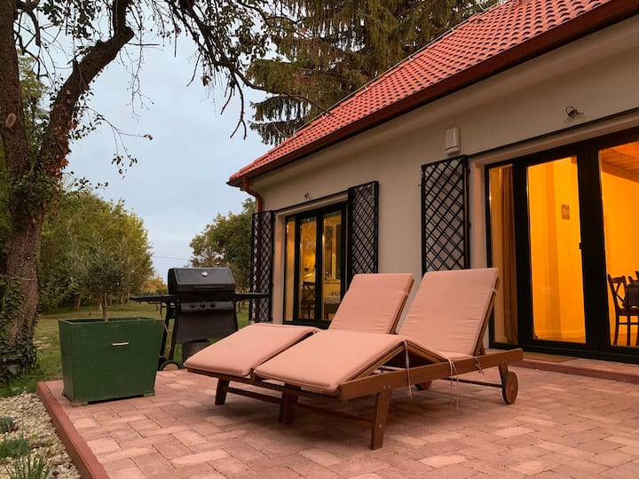 "Luxury Cottage by Little Danube ""Pista & Magduska"""