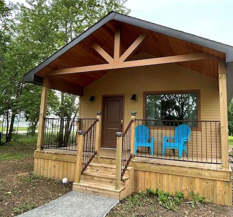 Rustic Retreat,1 Bedroom Cape Cod Cottage, Oswego