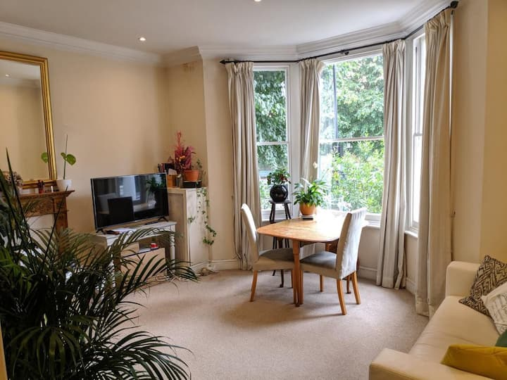Superb flat & garden in the heart of west london